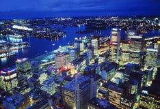 Australie : Sydney Harbour par nuit d'en haut photographie stock libre de droits