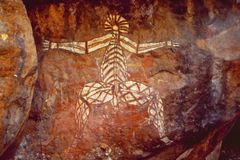 Australien: alte Ureinwohner entsteinen Malereien im Hinterland stockfotos