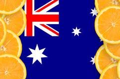 Australien flagga i vertikal ram för citrusfruktskivor arkivbild