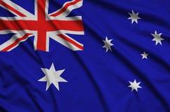 Australien-Flagge wird auf einem Sportstoffgewebe mit vielen Falten dargestellt Sportteamfahne lizenzfreies stockbild