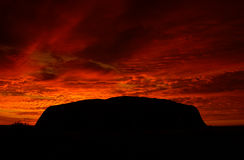 Australien s uluru Arkivfoto