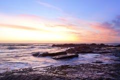 Australien-Sonnenaufgang-Strand-Ozean-Himmel Stockfotos