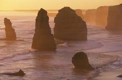 Australien Victoria Great Ocean Road Twelve apostlar på solnedgången Fotografering för Bildbyråer