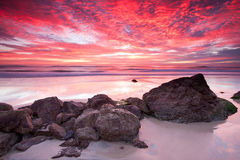 australiensisk röd seascapesoluppgång Arkivbild