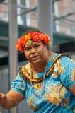 australiensisk traditionell kvinnligsångare arkivfoto