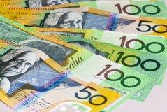 Australier femtio och hundra fläktade dollarräkningar Royaltyfri Foto