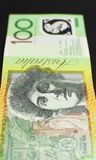 Australier hundra dollaranmärkning - lodlinje. Arkivfoto