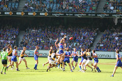 Australier ordnet Fußball an Stockfotografie