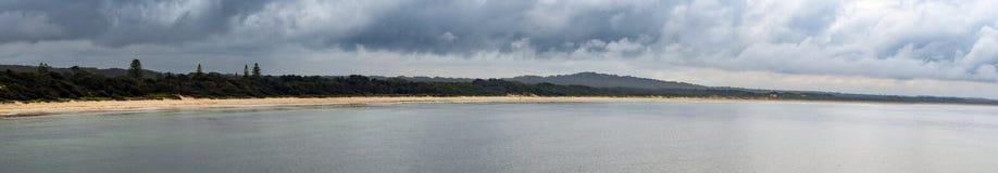 Australijczyk plażowa linia brzegowa przy 'kapelusz głową' fotografia stock