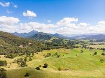 Australijscy trzcin cukrowa pola, krajobraz i zdjęcie stock