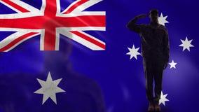 Australijska żołnierz sylwetka salutuje przeciw fladze państowowej, kraj ochrona zdjęcie wideo