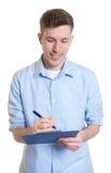 Australijski biznesmen z schowka writing notatką Obrazy Royalty Free