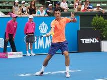Australijski gracz w tenisa Bernard Tomic narządzanie dla australianu open przy Kooyong Klasycznym Powystawowym turniejem Fotografia Stock