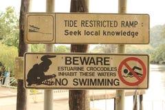 Australijski krokodyla znak ostrzegawczy Zdjęcia Royalty Free