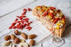 Australijski mięsny kulebiak na stole horyzontalny odgórny widok, wieśniaka styl Zdjęcie Royalty Free