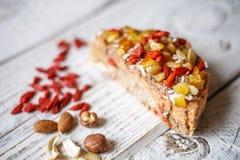 Australijski mięsny kulebiak na stole horyzontalny odgórny widok, wieśniaka styl Obraz Royalty Free
