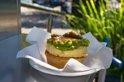 Australijski tradycyjny mięsny kulebiak z sosem Fotografia Stock