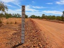 Australijskiego odludzia łóżkowej głębii suchy rzeczny wymiernik obrazy stock