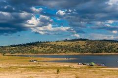 Australisch landelijk landschap met verre mensen stock foto
