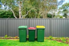 Australische überschüssige Hauptbehälter eingestellt auf Hinterhof lizenzfreies stockbild