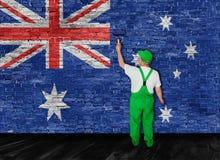 Australische die vlag over bakstenen muur door schilder wordt geschilderd Royalty-vrije Stock Fotografie
