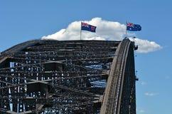 Australische Flaggen beleidigen über Sydney Harbour Bridge Lizenzfreies Stockfoto