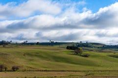 Australische Hinterlandlandschaft am sonnigen Tag Stockfotos