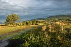 Australische Landschaft mit Bauernhofzaun Lizenzfreie Stockfotos