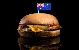 Australische vlag bovenop hamburger op zwarte Royalty-vrije Stock Fotografie