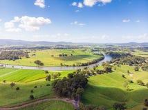 Australische Zuckerrohr-Felder und Landschaft lizenzfreie stockfotografie