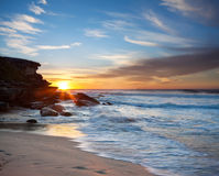 Australischer Strand am Sonnenaufgang Stockbilder