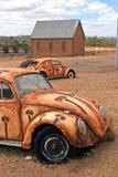 Australisches Hinterland - Haus und Autos lizenzfreie stockfotografie