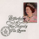 Australisk portostämpel som firar den 60th födelsedagen för drottning` s Arkivfoto