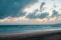 Australisk strand runt om regnbågestranden i Queensland, Australien Australien är en kontinent som in lokaliseras i den södra del arkivfoto
