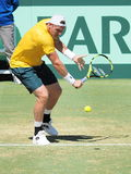 Australisk tennisspelare Sam Groth under Davis Cup singlar mot John Isner Arkivbild