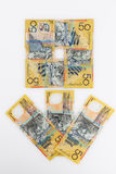50 australiska dollar sedlar som är ordnade i form av blomman Fotografering för Bildbyråer