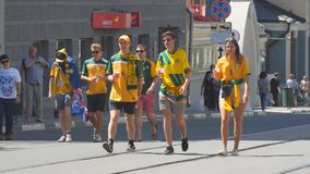 Australiska fotbollsfan på gatorna av samaraen arkivfilmer