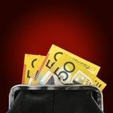 Australiska pengar i handväska över röd bakgrund Royaltyfri Foto