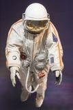 Austranaut i spacesuit Arkivfoto