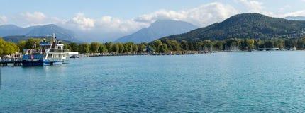 Austria Alpejski jeziorny Wörthersee blisko miasta Klagenfurt, obrazy stock