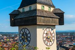 austria Graz Schlossberg - Grodowy wzgórze z zegarowy wierza Uhrturm obraz royalty free