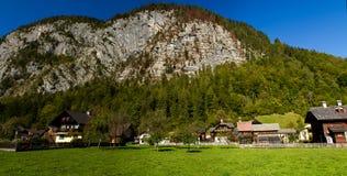 Austria Miasto Hallstatt, piękny, turystyczny miasto na jeziorze wśród dużych gór, zdjęcia royalty free
