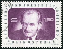 AUSTRIA - 1975: muestra el retrato de Ferdinand Porsche 1875-1951, fabricante de automóviles, ingeniero imagenes de archivo