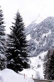 Austria, nevando en la ruta de Thurn del paso fotografía de archivo libre de regalías
