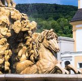 Austria, Salzburg, fuente en Residenzplatz Imagen de archivo