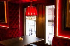 Austria, Viena 18 de febrero de 2014: Café de Sacher del hotel Interior del café Imágenes de archivo libres de regalías