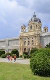 Austria, Viena, vista del museo y del jardín de la historia natural Fotos de archivo
