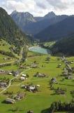 Austriaccy alps: airshot od St Gallenkirchen w Montafon dolinie obraz stock