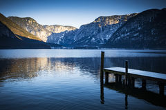 Austriacki jezioro i góry przy Hallstatt blisko Salzburg Zdjęcie Royalty Free