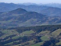 Austriacki krajobraz z błękitnymi górami Obrazy Royalty Free